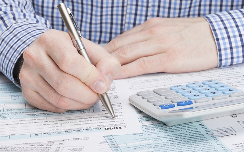 person filling out 1040 tax form
