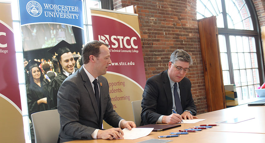 WSU STCC sign articulation agreement